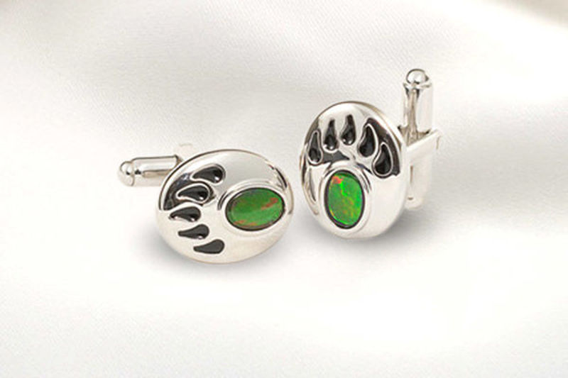 Picture of Canada 150 Official Silver Bear Claw Cuffs